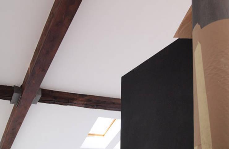 appartamento B:  in stile  di michele roccabruna architetto