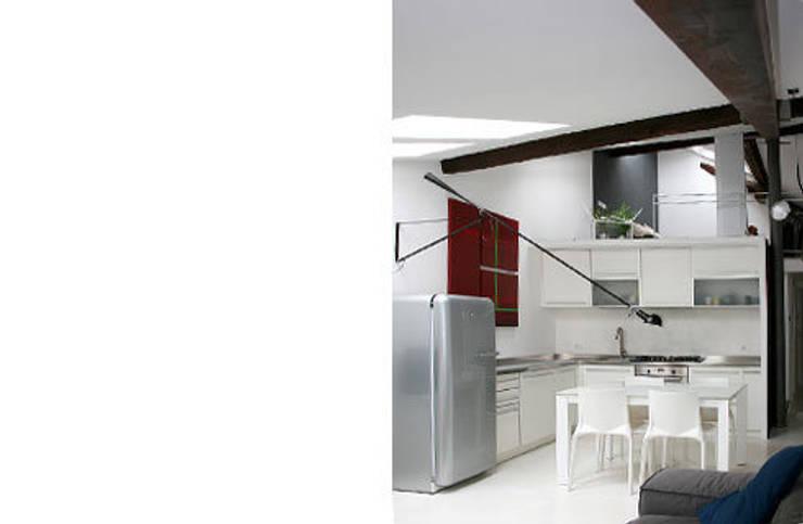 appartamento B: Sala da pranzo in stile in stile Moderno di michele roccabruna architetto