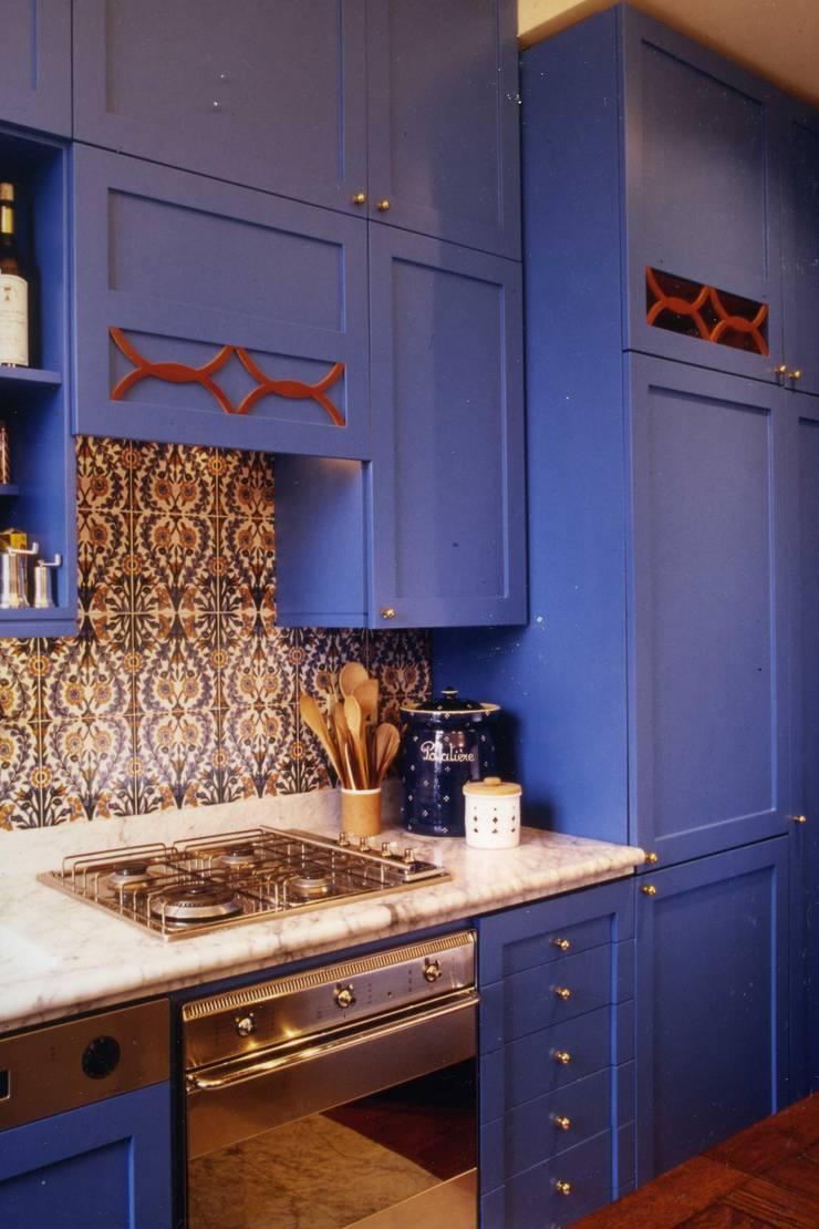 CASTELLETTO: Cucina in stile  di Studio Messori