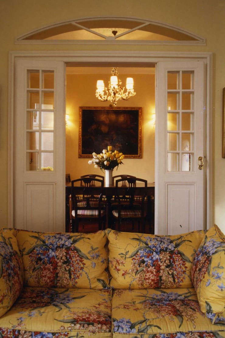 CASTELLETTO: Sala da pranzo in stile  di Studio Messori