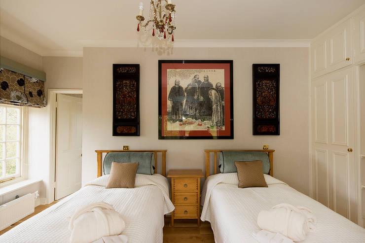 Bespoke Soft Furnishings:  Bedroom by Elizabeth Bee Interior Design
