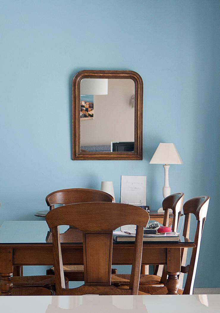 Espace de vie  moderne et confort: Salon de style  par Gwenaelle Hoyet