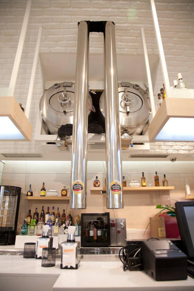 barriles de cerveza:  de estilo  de  Oscar Santomé Diseño