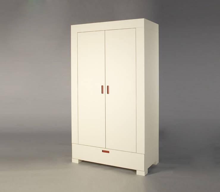 SCHRANK*: moderne Schlafzimmer von Tischler* Schillings
