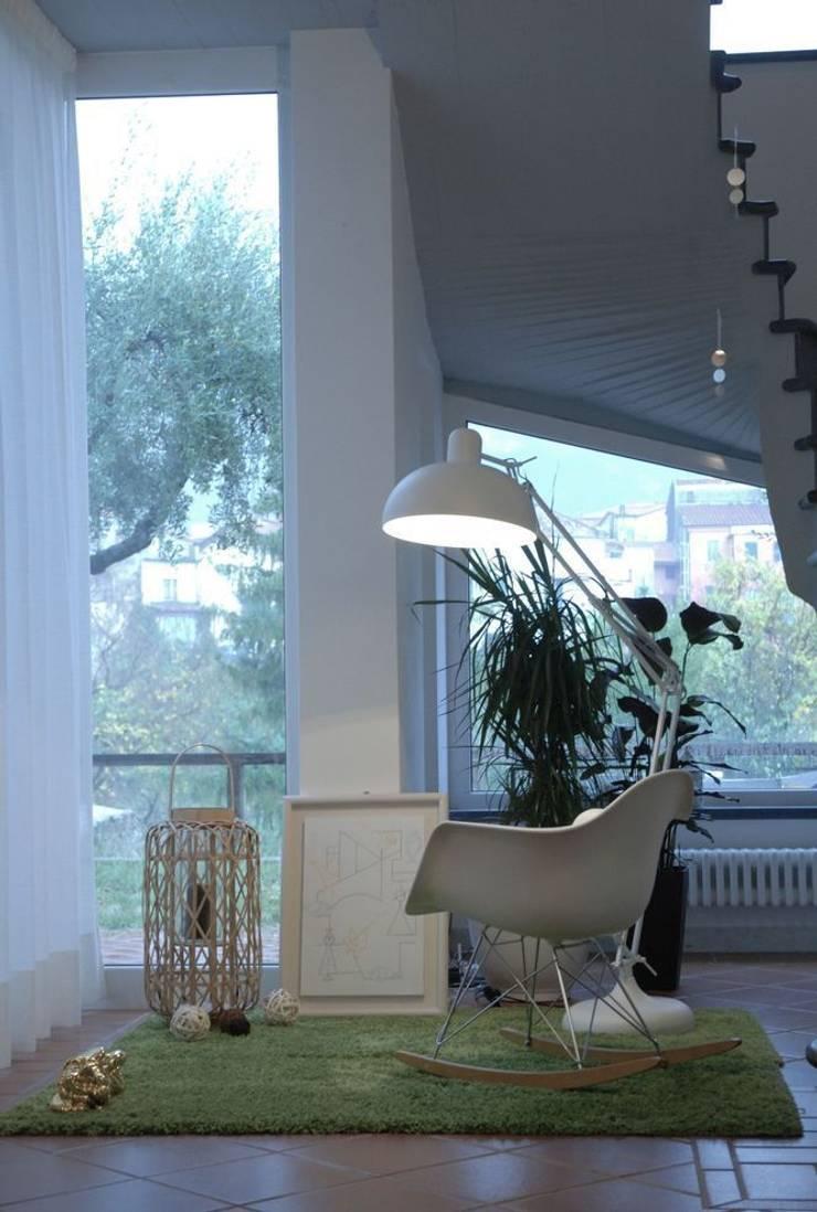 soggiorno: Soggiorno in stile  di Emmepi Design