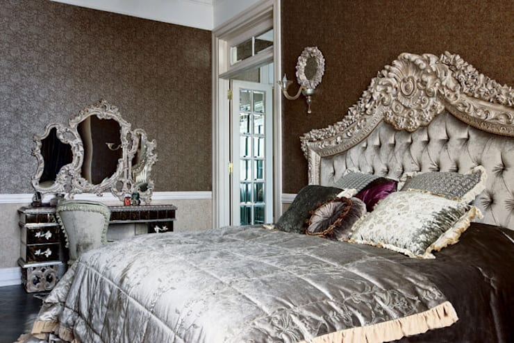 Villa in Russia: Camera da letto in stile in stile Classico di Scultura & Design S.r.l.