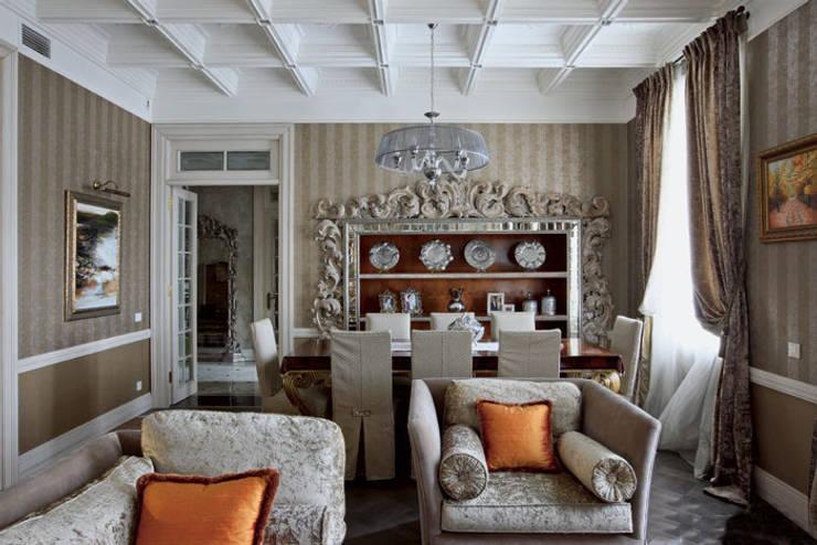 Villa in Russia: Soggiorno in stile in stile Classico di Scultura & Design S.r.l.