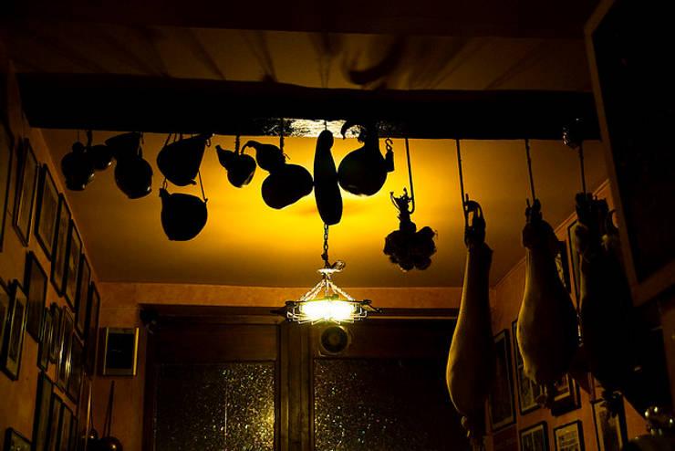 MERCADO VICTORIA:  de estilo  de Arrizabalaga, Muebles y decoración, S.L.