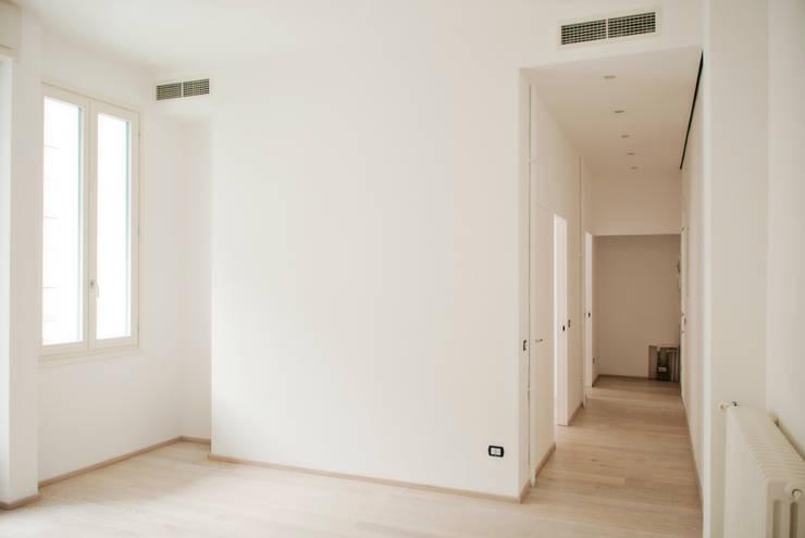 zona giorno: Soggiorno in stile in stile Moderno di Gru architetti