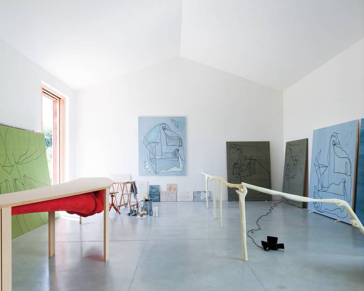 lo studio: Studio in stile  di Studio Zero85