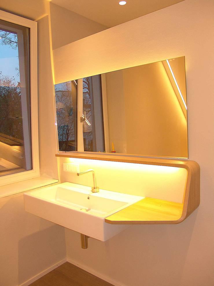 Baños de estilo  por Form in Funktion / UrbanDesigners,