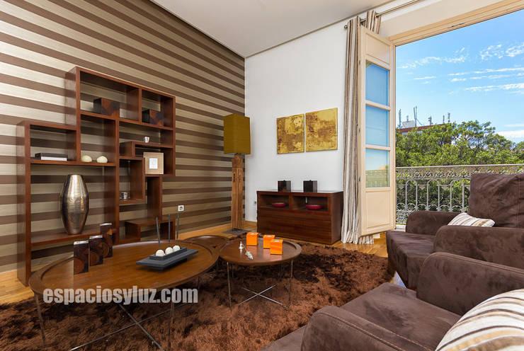 Salas / recibidores de estilo  por Espacios y Luz Fotografía,