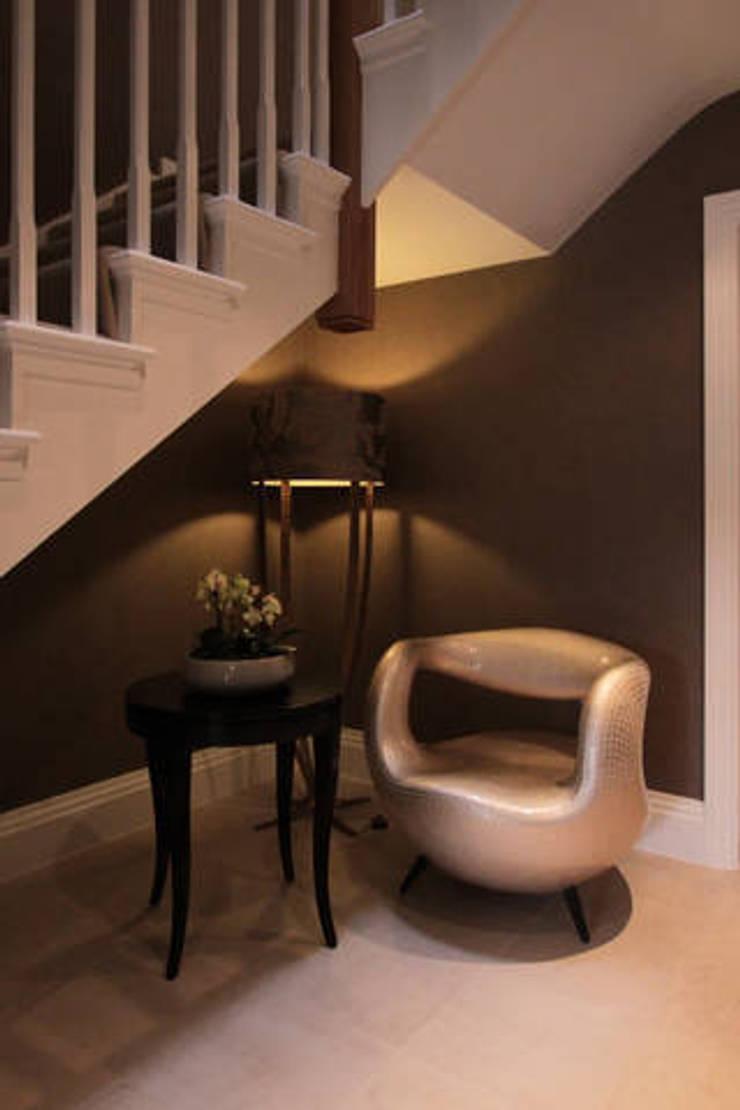 Richmond :  Corridor, hallway & stairs by kt-id