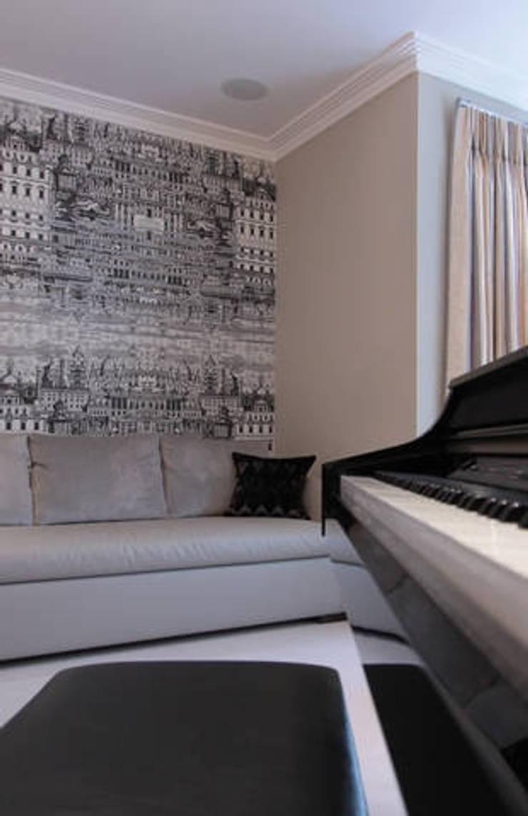 Richmond : scandinavian Living room by kt-id