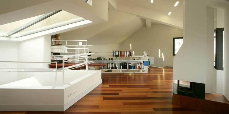 Estudios y oficinas de estilo  por MIAS Architects,