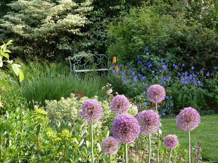 Giardino in stile  di Landscapes & Cie