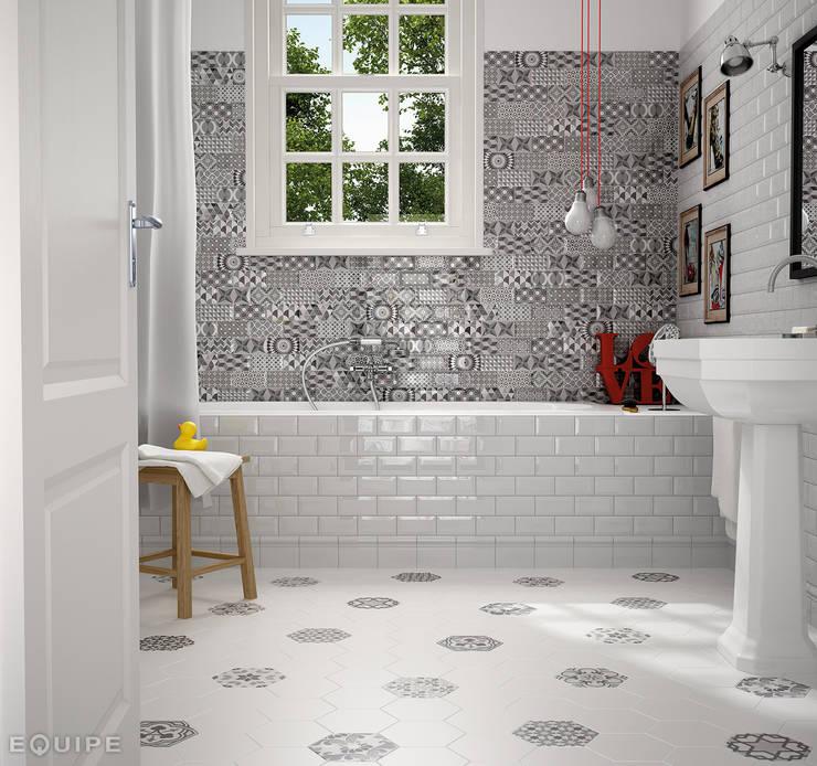 Metro White, Decor Patchwork B&W 7,5x15 : Baños de estilo  de Equipe Ceramicas
