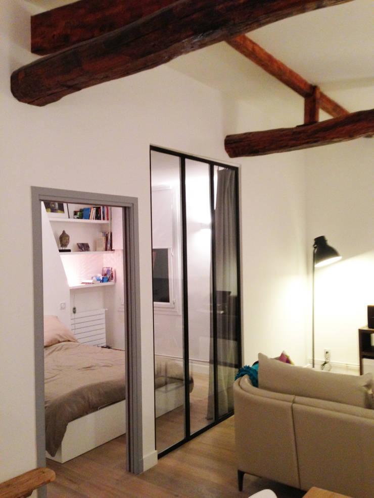 Rénovation totale d'un appartement de 55m2: Salon de style  par ADN ARCHITECTE