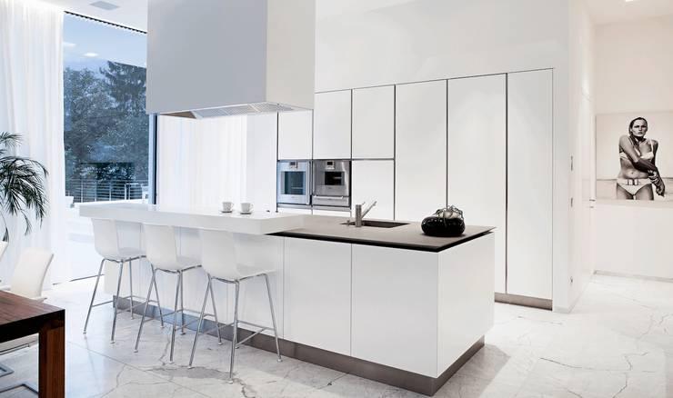 Casa M: Cucina in stile  di monovolume architecture + design