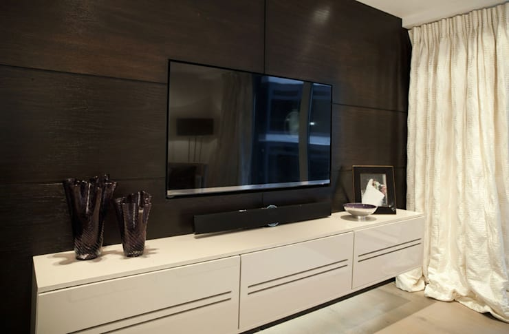 Chelsea Harbour Apartment:  Media room by Definitive Interior Design