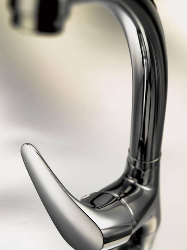 Vulcano Accesorios 6900: Baños de estilo  de Ramon Soler