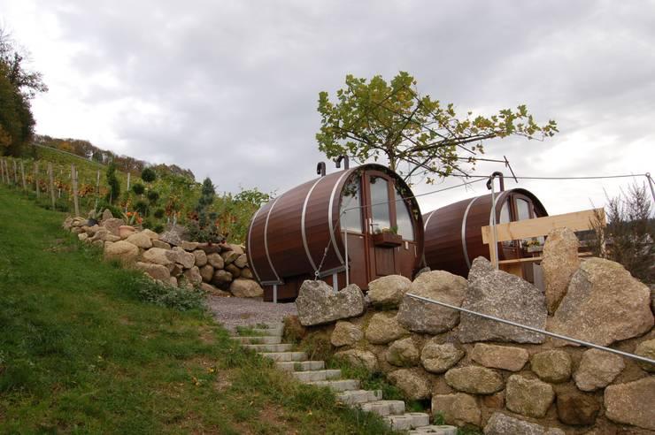 Hoteles de estilo  por Schlafen im Weinfass
