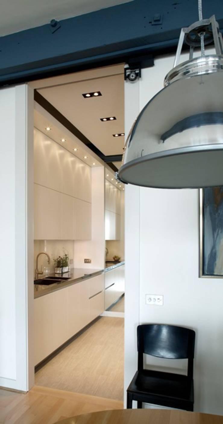 New Crane Wharf:  Kitchen by TLA Studio