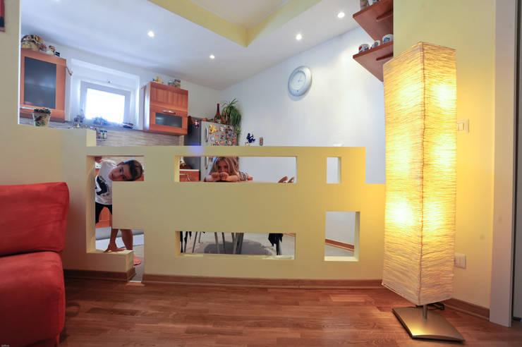 L Home: Casa in stile  di LB Design e Allestimenti