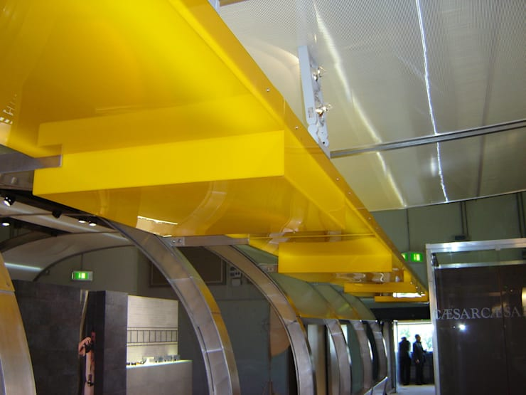 Progettazione e assistenza sul cantiere modifiche stand Caesar per CERSAIE 2006:  in stile  di LB Design e Allestimenti
