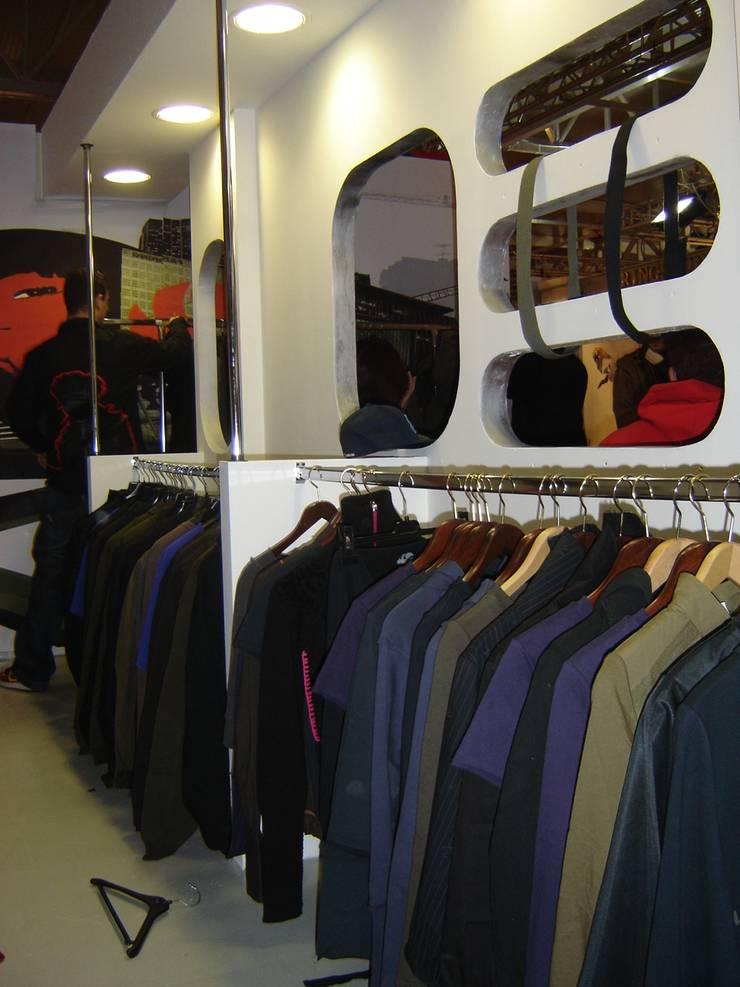 LB Design e Allestimenti:  tarz Ofisler ve Mağazalar,
