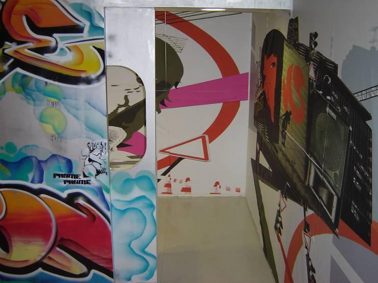 """Stand """"Hardcore Session"""" per Pitti Immagine Uomo – sessantanovesima edizione: Negozi & Locali commerciali in stile  di LB Design e Allestimenti"""