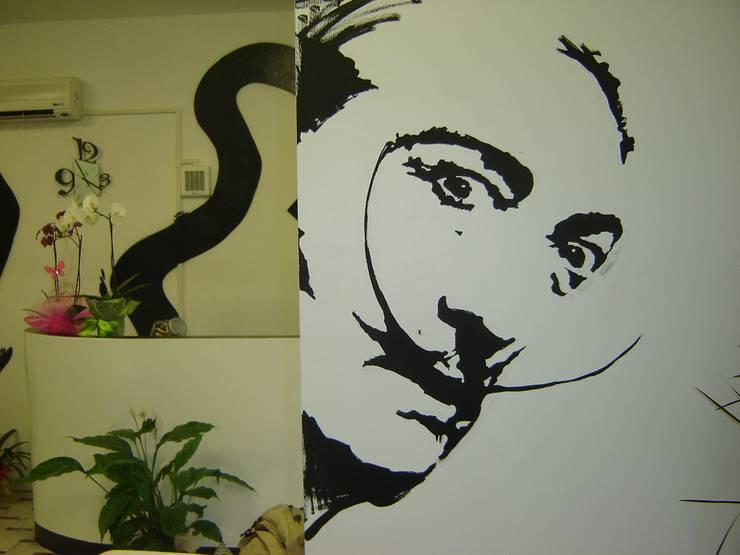 Samike Hairfashion: Negozi & Locali commerciali in stile  di LB Design e Allestimenti