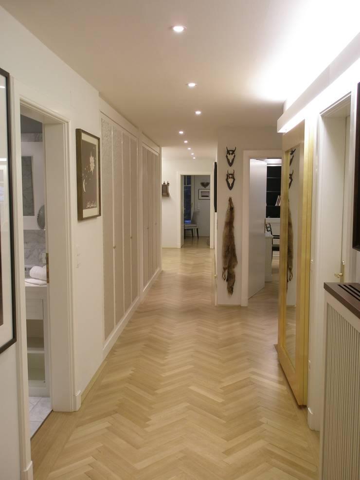 走廊 & 玄關 by Elke Altenberger Interior Design & Consulting,