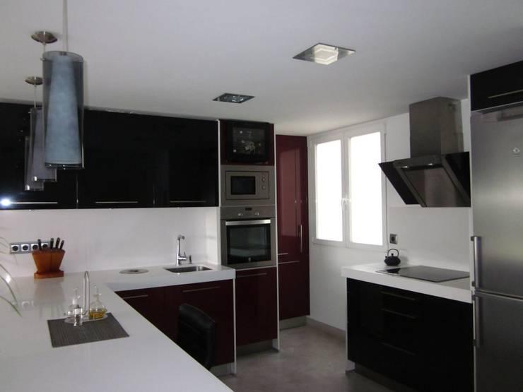Diseño y reforma de vivienda en Madrid: Casas de estilo  de Empresa constructora en Madrid