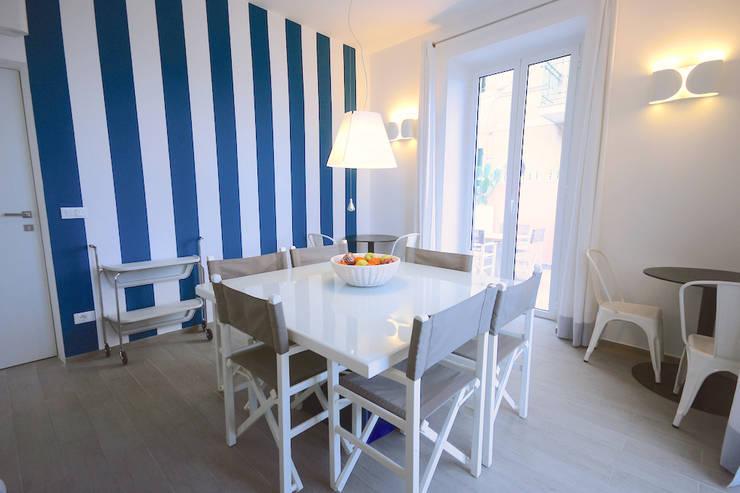 LUXURY GUEST HOUSE CA' DE TOBIA (NOLI – SV): Sala da pranzo in stile in stile Rustico di Studio Guerra Sas