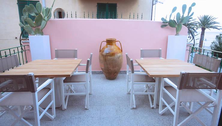 LUXURY GUEST HOUSE CA' DE TOBIA (NOLI – SV): Terrazza in stile  di Studio Guerra Sas
