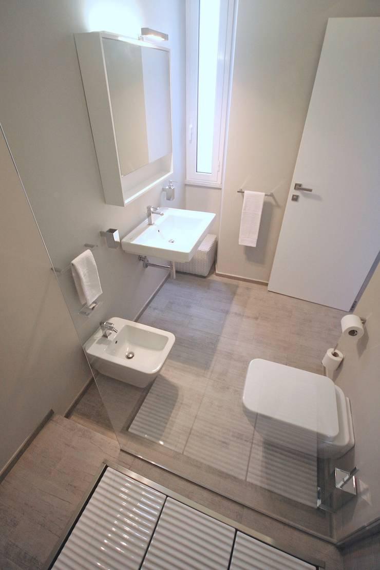 LUXURY GUEST HOUSE CA' DE TOBIA (NOLI – SV): Bagno in stile in stile Rustico di Studio Guerra Sas