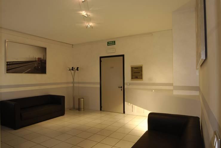 LB Design e Allestimenti의  사무실, 모던
