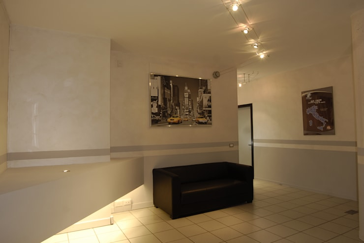 Restyling Ufficio commerciale Aquatoscana:  in stile  di LB Design e Allestimenti