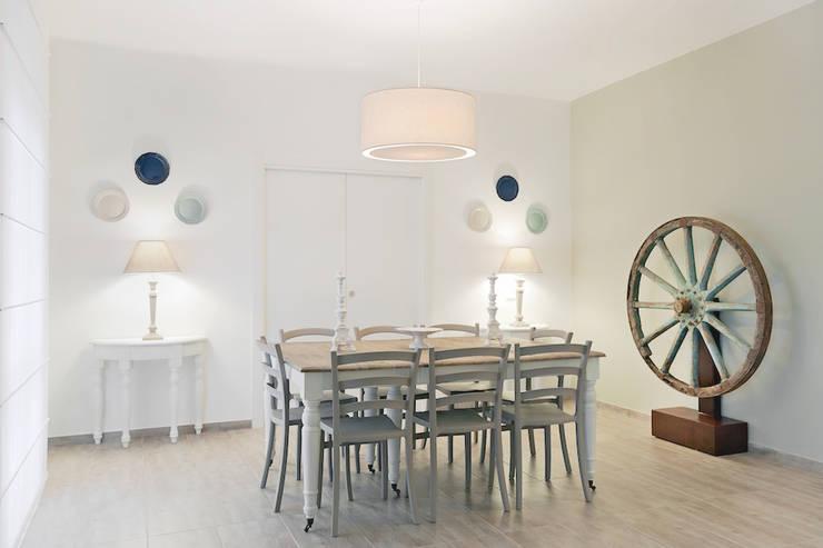 Dining room by Studio Guerra Sas