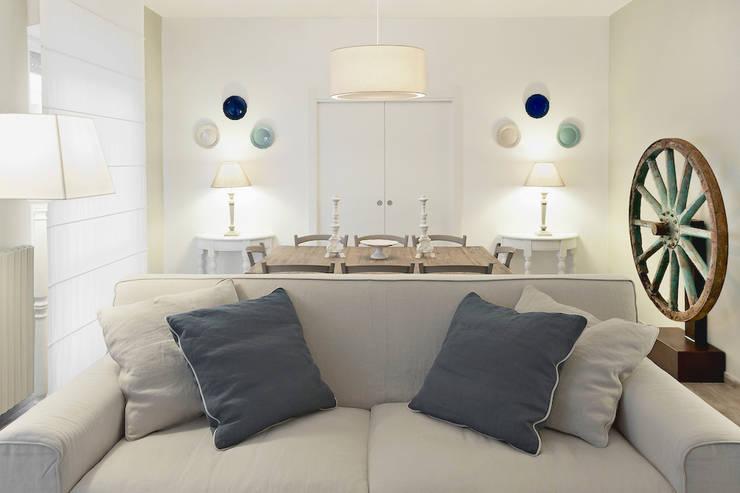 Living room by Studio Guerra Sas