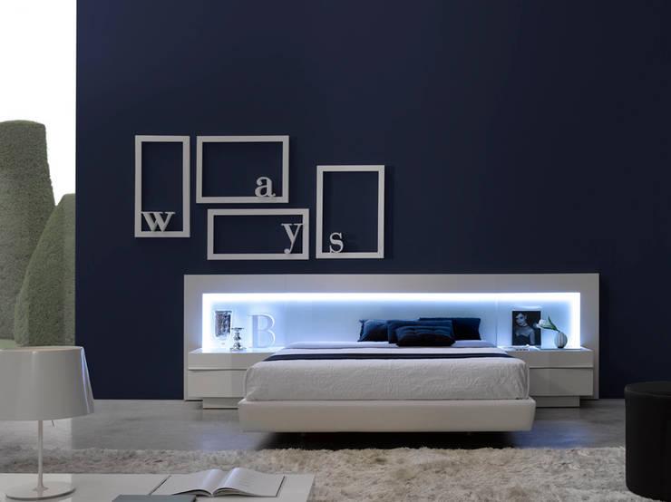 Camera da letto in stile  di GAZZULES DISEÑO INTERIOR,
