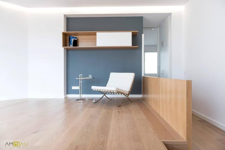 Living room by ambau taller d´arquitectes