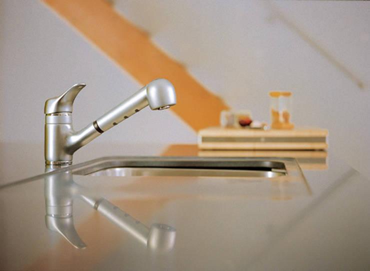 Aquasol lux 8819: Baños de estilo moderno de Ramon Soler