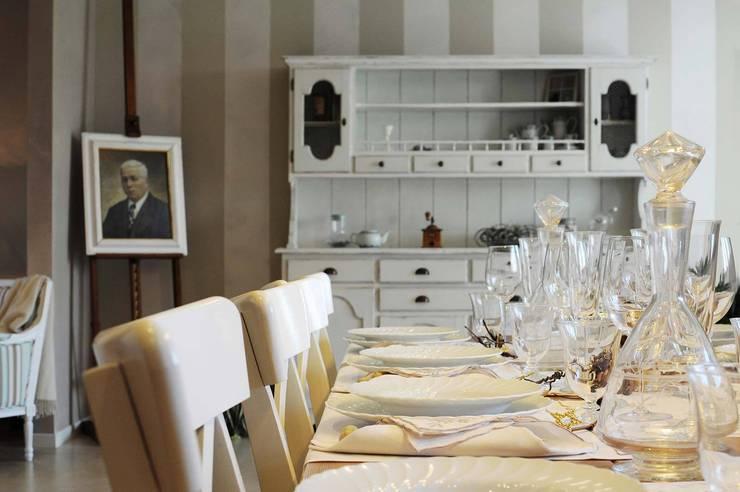 COMFORT COUNTRY: Cucina in stile  di Rachele Biancalani Studio