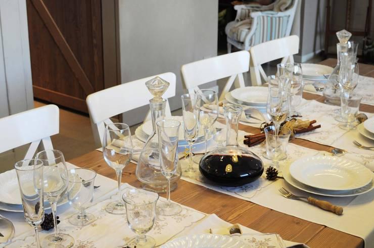 COMFORT COUNTRY: Cucina in stile  di Rachele Biancalani Studio, Rustico