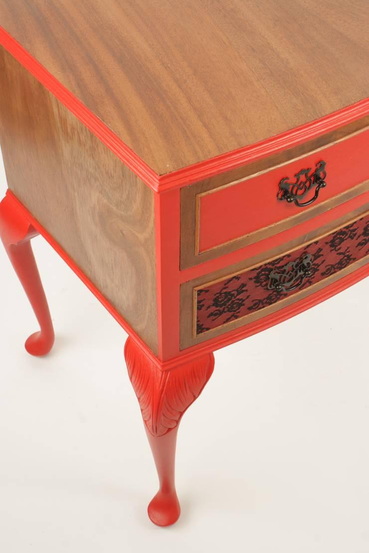 Soggiorno in stile  di Narcissus Road Furniture Design,