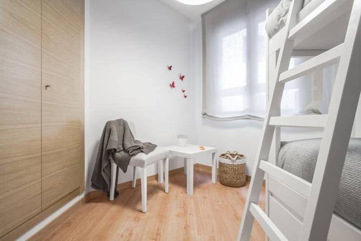Habitación infantil: Dormitorios infantiles de estilo  de Laura Yerpes Estudio de Interiorismo