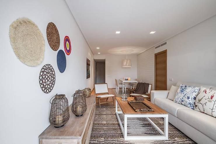 Salas / recibidores de estilo  por Laura Yerpes Estudio de Interiorismo