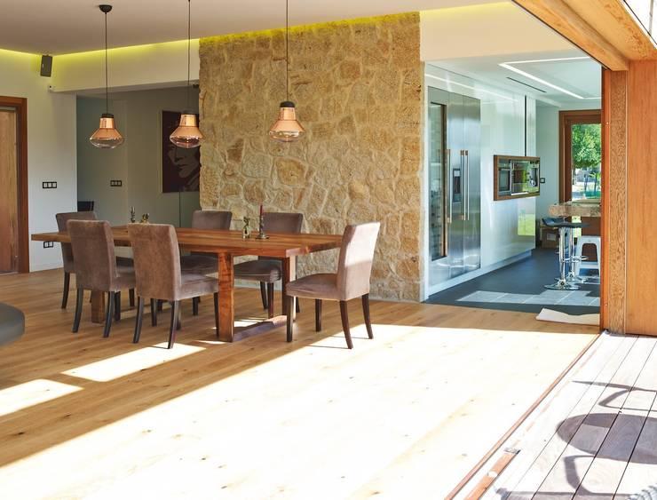 Salas / recibidores de estilo  por HUGA ARQUITECTOS
